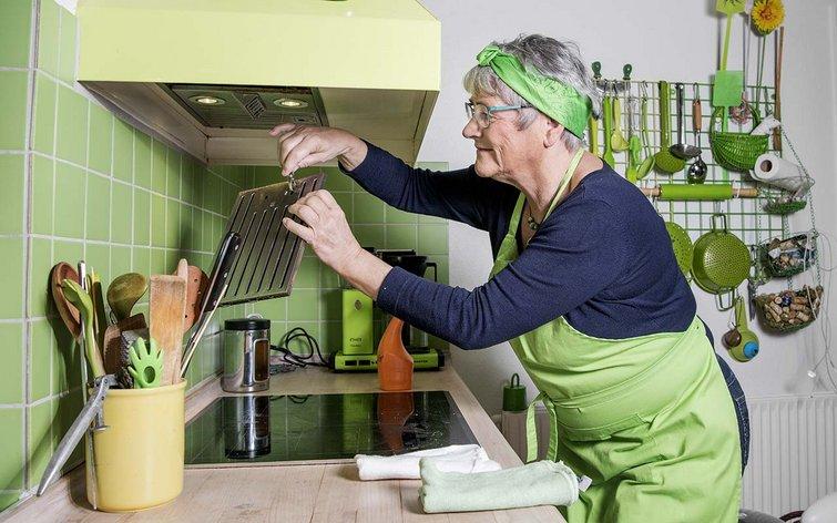Rørig Fru Grøn: Sådan renser du emhættens filter KV-01
