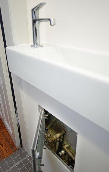 0e177812 Hvordan tilsluttes håndvasken vandrør og afløb?