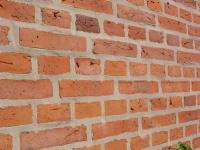 rensning af murstensvæg